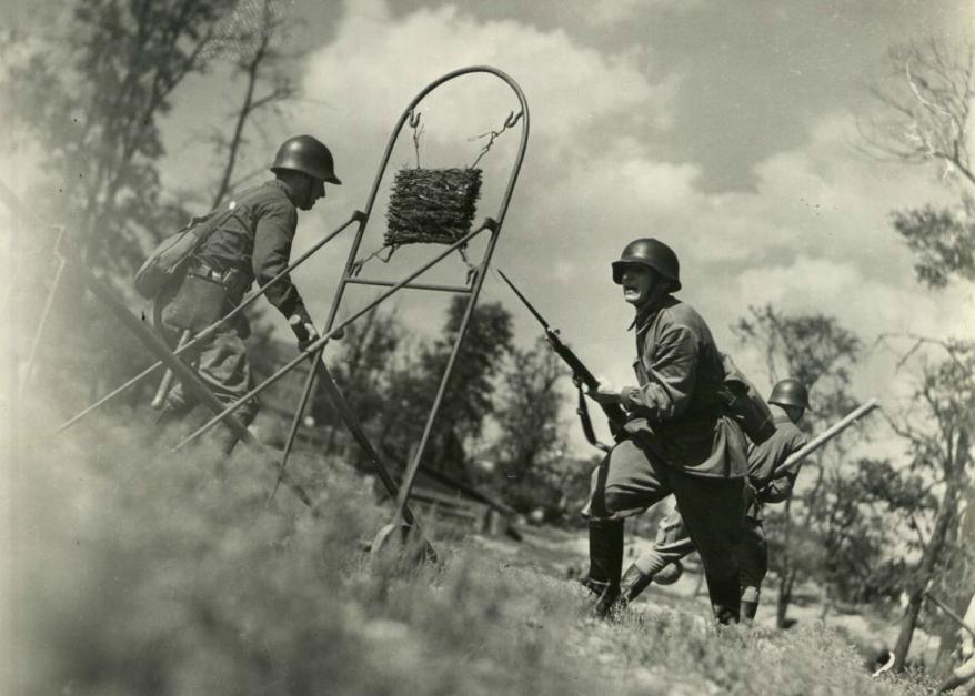 Отработка приемов штыкового боя - часть рукопашного боя.