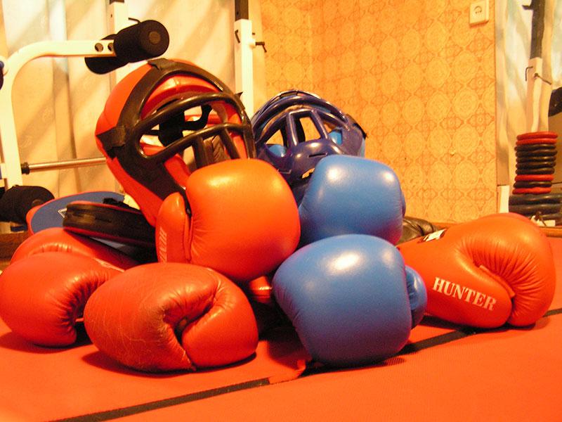 фото с боксерскими перчатками и шлемами для РБ